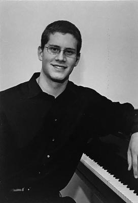JoeFlorer_Youth_Piano-Headshot_400pxheight